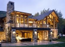 Уютный дом в лесу