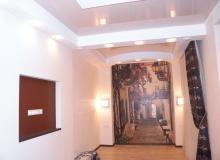 Оформление стены в коридоре
