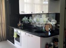 Черно-белая кухонная стенка