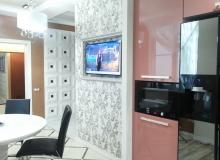 Оформление ТВ стены в кухне