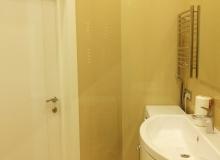 Ванная комната - вид на дверь