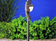 Садовый фонарь с белкой